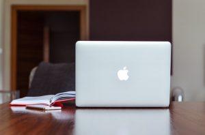 apple-computer-desk-device